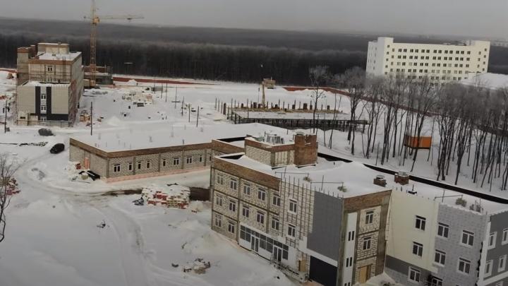 Видео: рабочие начали отделку зданий комплекса ГИБДД у «Самара Арены»