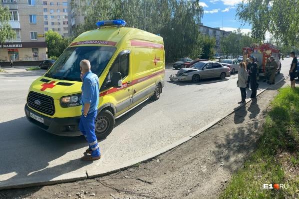 Одну из пострадавших увезли в больницу