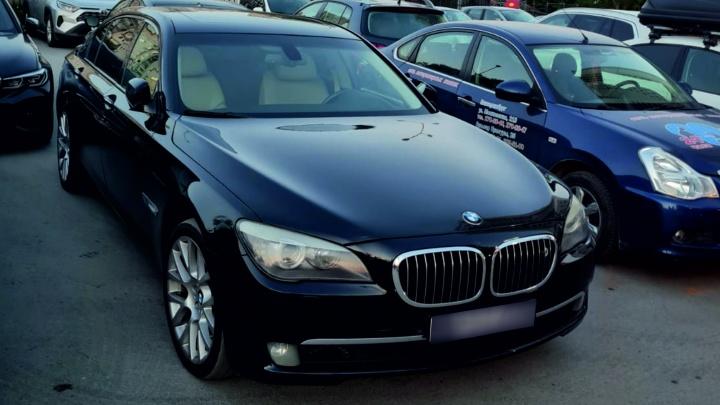 В Екатеринбурге приставы забрали у водителя люксовый BMW за долги перед бывшей женой