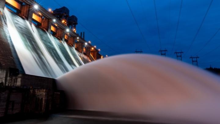 На Красноярской ГЭС увеличат сброс воды до 7,5 тысячи кубометров в секунду — Енисей поднимется на 20–25 см