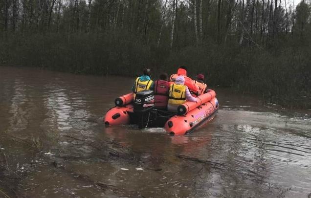 Пожилой рыбак загадочно исчез под Лесосибирском. Спасатели нашли пустую лодку