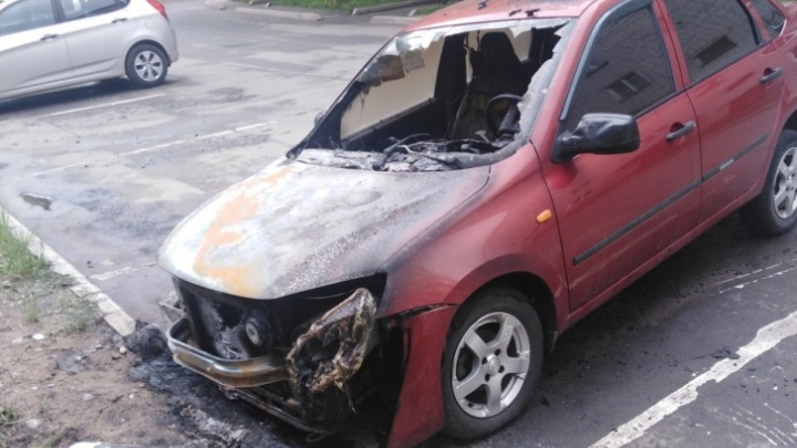 В Ярославской области одного из серийных поджигателей машин отправили за решетку