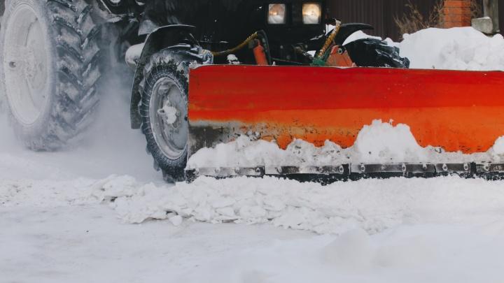 Подрядчик показал, какая техника убирает дороги Челябинска после сильных снегопадов