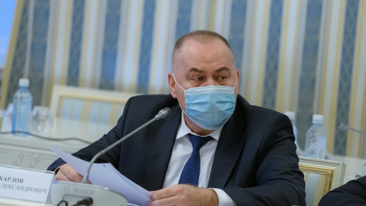«Ковид не щадит и людей среднего возраста». Свердловский министр рассказал о запасе вакцины в области