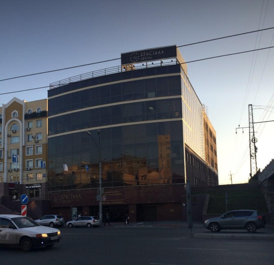 По данным 2ГИС, в здании 10 арендаторов, в том числе 2 медицинских центра, строительная компания, турагентство и оптический салон