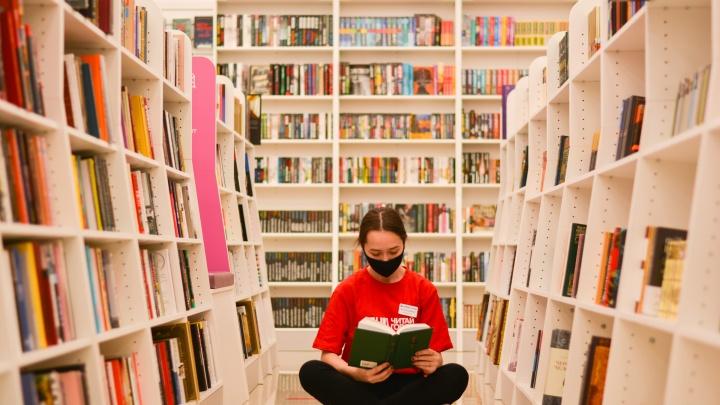 Акунин, Оруэлл и Хаксли: в «Читай-городе» рассказали о любимых книгах ростовчан в мае