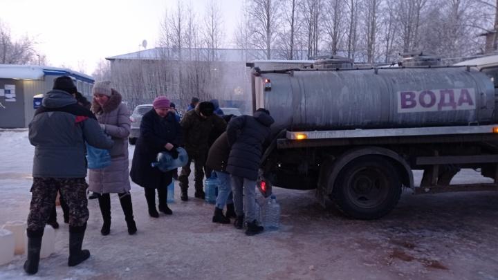 После вмешательства прокуратуры жителям Рембуево, где замерз водопровод, стали привозить чистую воду