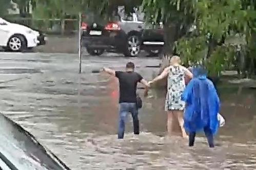 По словам местных жителей, сильные ливни обрушились на Красноармейский район 11 и 12 июня