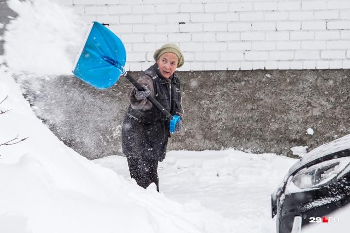 По словам Никифоровой, подрядчик в какой-то момент вовсе перестал чистить улицы
