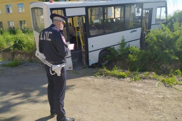 По предварительным данным, у автобуса отказали тормоза