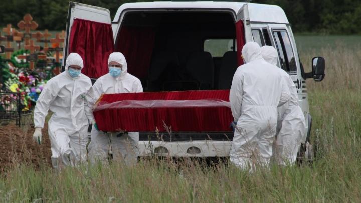 За год умерли почти 5 тысяч омичей, болевших коронавирусом