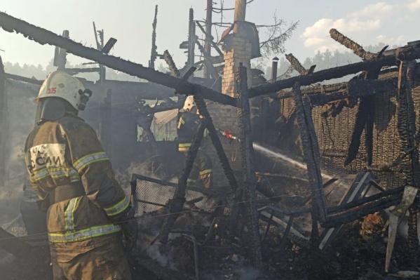 Пожар вспыхнул около трех часов дня
