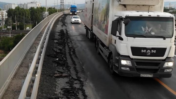 «Асфальт поплыл»: новый путепровод на М-5 в Тольятти сняли на видео