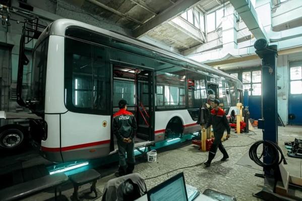 В городе в апреле собрали первый низкопольный троллейбус