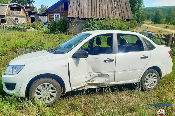 Подростки помяли машину, но один из них получил серьезную травму