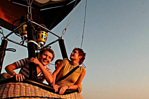 Любители активного отдыха придут в восторг от богатства спортивных развлечений в «Сибиряке». Для гостей организуются прогулки на яхте или трофи на квадроциклах, прыжки с парашютом. Здесь возможно все! И даже полеты на планере или воздушном шаре!