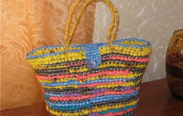 Коврик, сумка и ваза: красноярцы создали нужные вещи из ненужных пакетов и упаковки