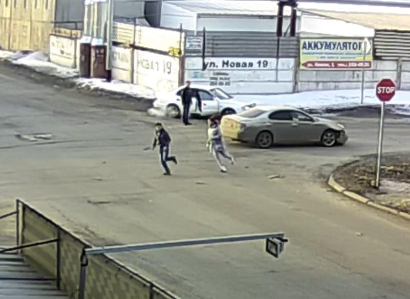 Направобережье Красноярска виновника ДТП после столкновения избил… егоже пассажир!