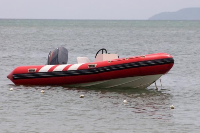 Мужчины пытались переплыть нарезиновой лодке Енисей, один потонул