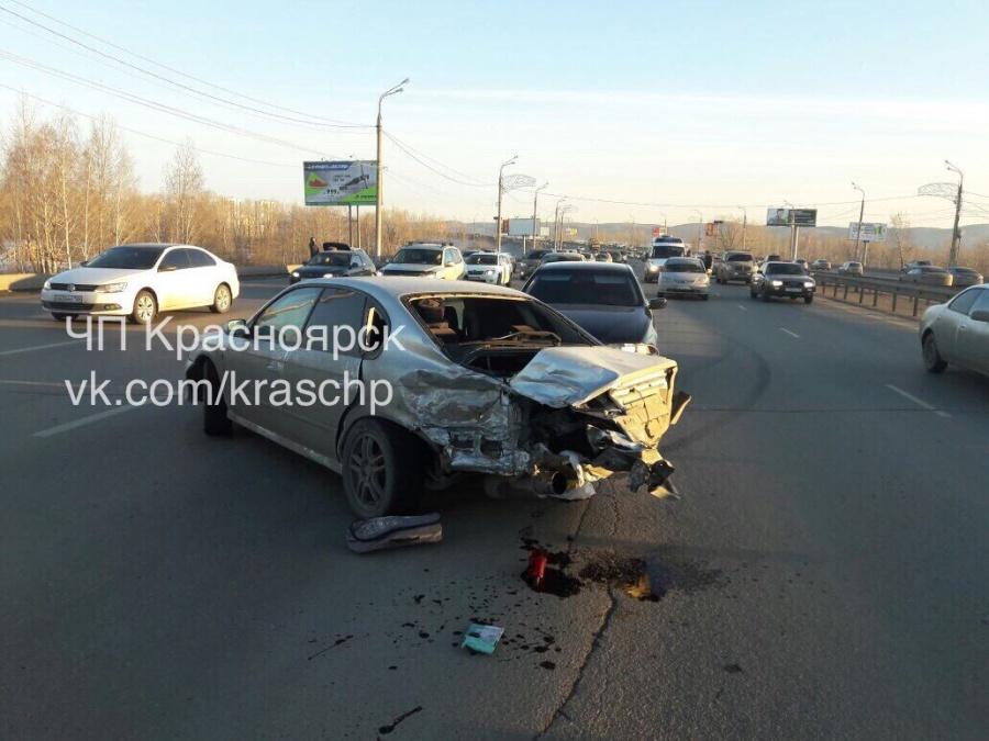 Массовая авария наОктябрьском мосту угодила навидео