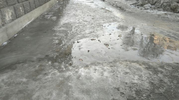 Красноярцы забросали жалобами на скользкие дороги соцсети и аварийные службы