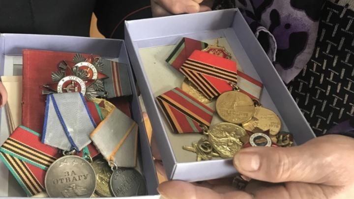 Родственникам ветерана войны вернули таинственно исчезнувшие медали