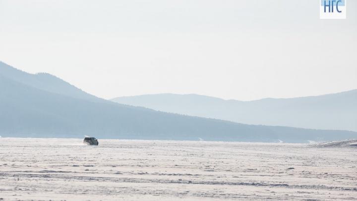 Двое рыбаков успели выскочить из провалившейся на водохранилище под лед «Тойоты»