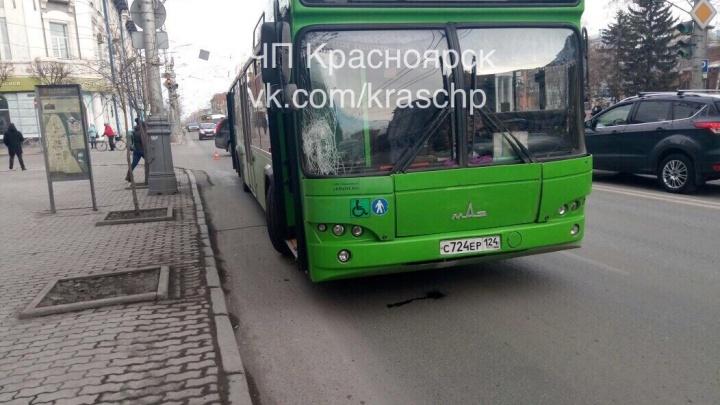 Маршрутный автобус сбил перебегающего дорогув центре пешехода-нарушителя