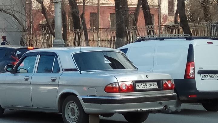 В красноярской ГИБДД пообещали отказаться на неделю от штрафов за отсутствие наклейки «Шипы»