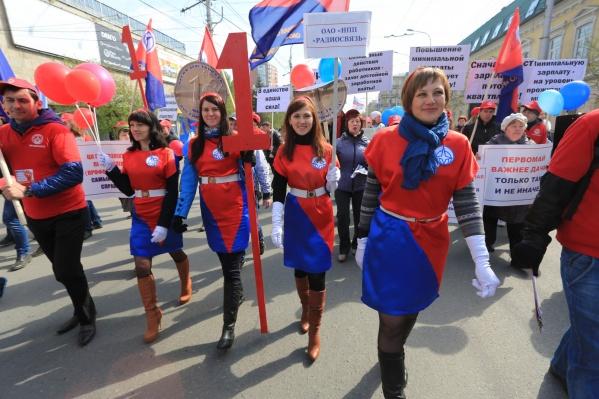 1 мая 2014 года. Праздничное шествие по центру Красноярска<br>