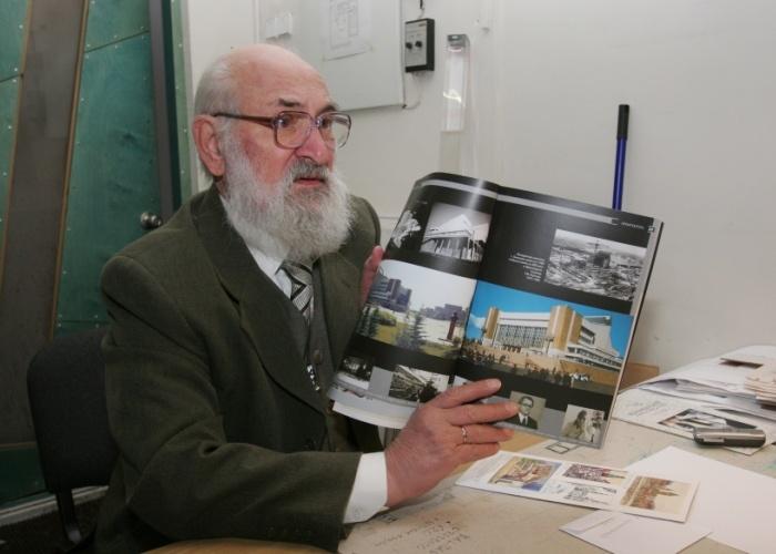 ВКрасноярске картины ирисунки Арега Демирханова выставили на реализацию