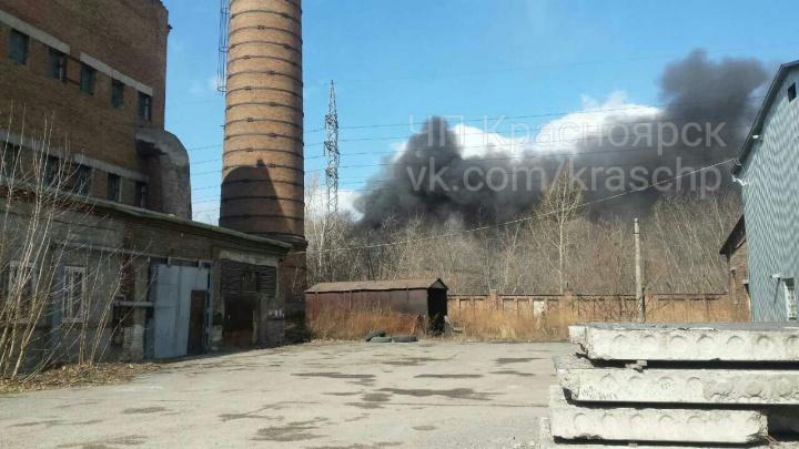 «Кровля обвалилась, огнем уничтожило оборудование»: пожар в колбасном цеху на Павлова потушили спустя 7 часов