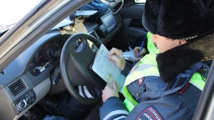 Лишенный прав за долги водитель автобуса попался на высадке пассажиров вне остановки