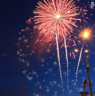 В честь Дня Победы запускают 15-минутный фейерверк с залпами высотой в 300 метров