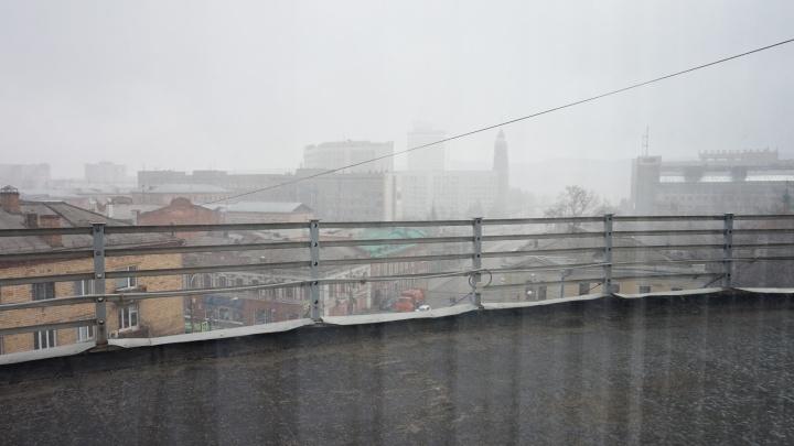 После 20-градусной жары на Красноярск вновь обрушился снегопад