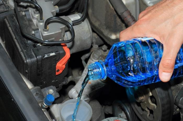 ВКрасноярском крае отыскали 500 литров небезопасной стеклоомывающей жидкости сметиловым спиртом