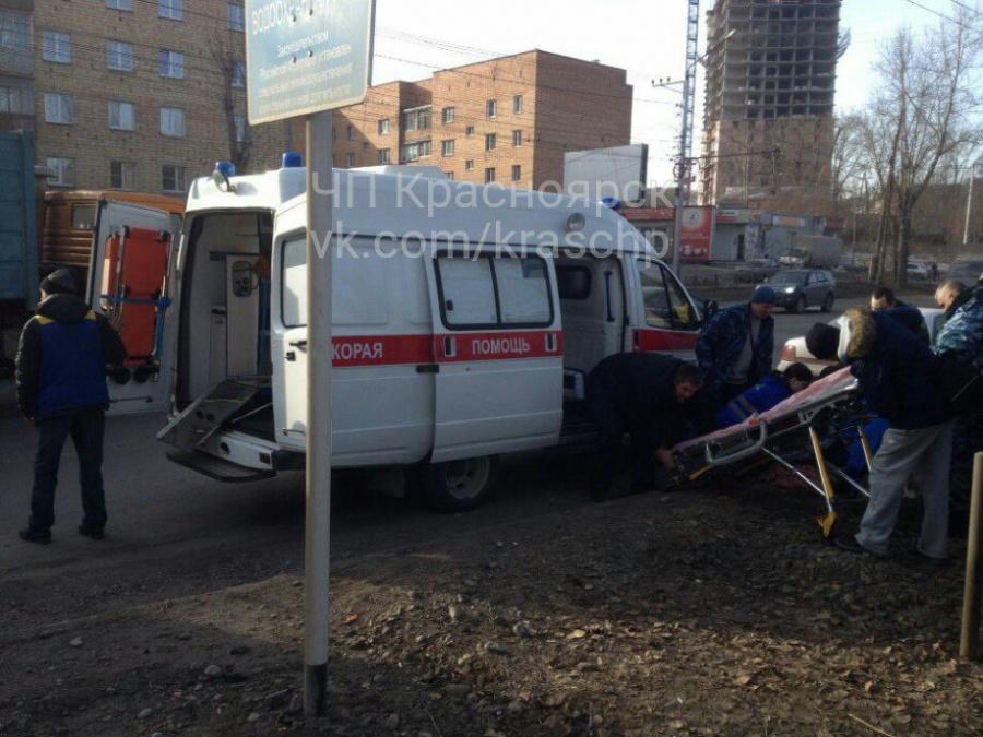 9-летнего ребенка, переходившего дорогу, сбил КамАЗ вКрасноярске