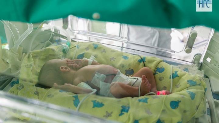 «Выхаживаю младенцев весом в 500 грамм»: медсестра Перинатального центра показала свою работу