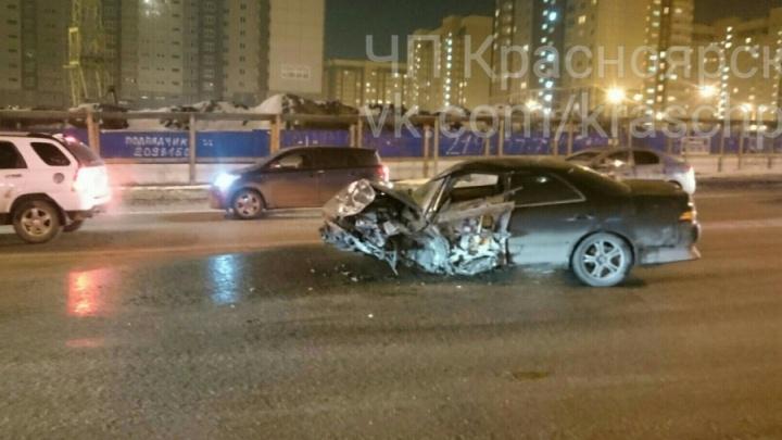 Во встречном столкновении «Тойоты» с «Лексусом» на гололеде пострадал пассажир