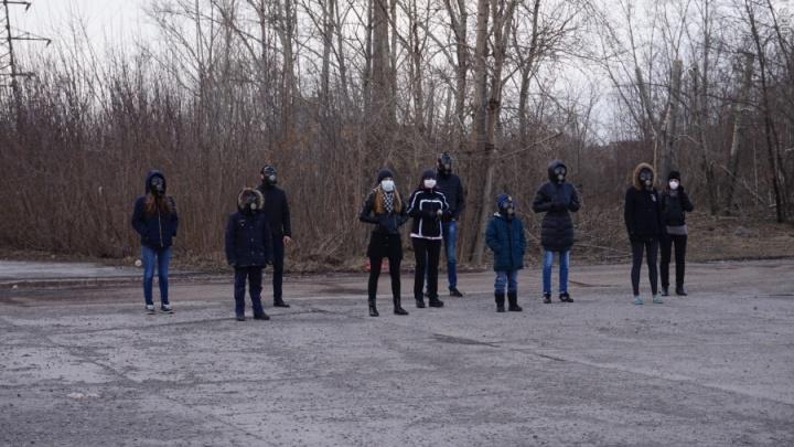 В Красноярске на хит «Тает лед» сняли пародию про «черное небо» и грязный воздух
