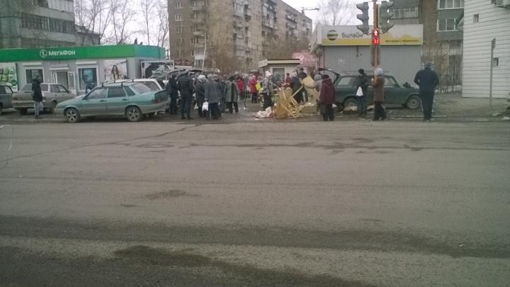 «Бросали мясо в грязь, переворачивали прилавки»: уличные торговцы устроили драку на Павлова