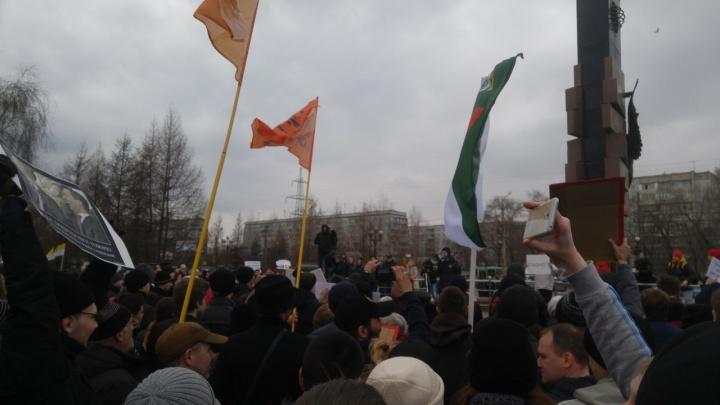 На митинг против коррупции в Сквере Космонавтов пришла тысяча горожан
