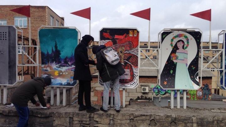 С уличной выставки картин в центре украли несколько полотен