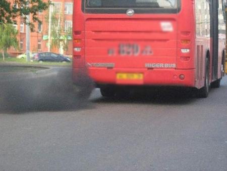 Перевозчика впервые оштрафовали сразу на 20 тысяч за грязные выхлопы автобуса