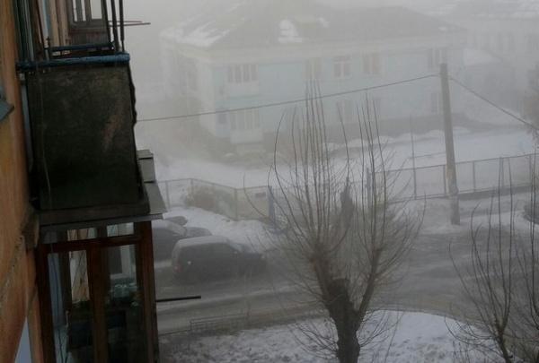 Красноярцы в разгар НМУ снова заметили густой туман и запах гари по всему городу