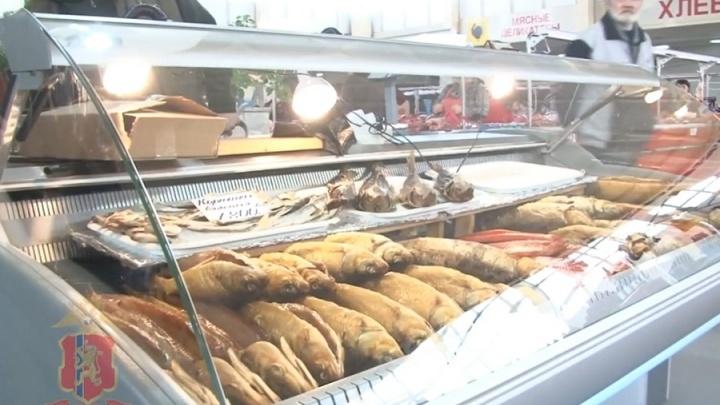 Деликатесную рыбу и черную икру изъяли на Центральном рынке
