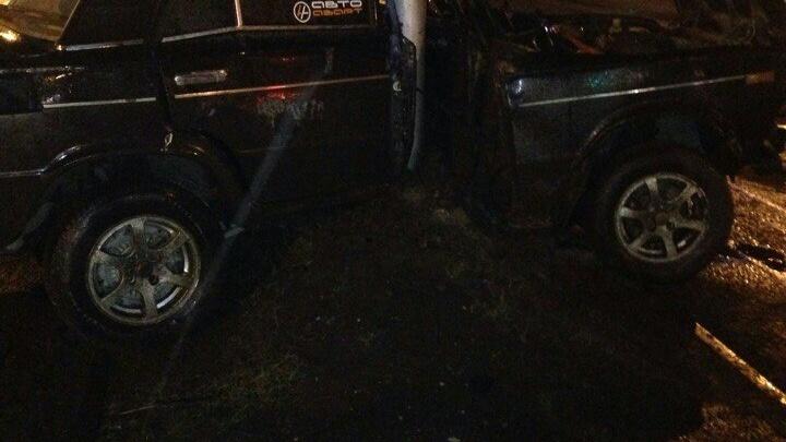 «Жигули» смяло о столб на Красрабе, водитель авто с места сбежал