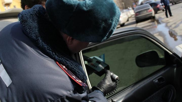 Молодой водитель ВАЗа после третьего задержания за день за тонировку был арестован на 5 суток