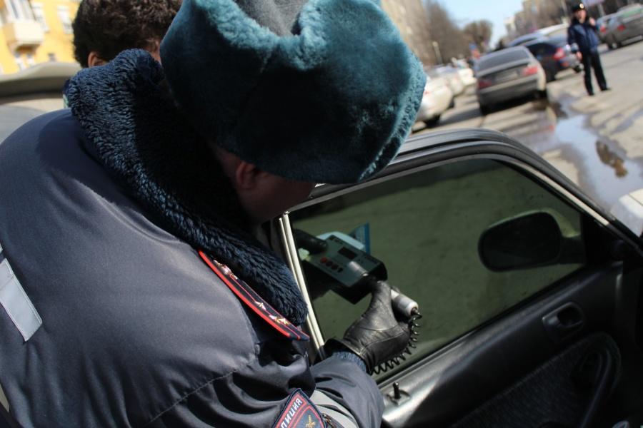ВКрасноярске шофёр отсидит 5 суток затонировку