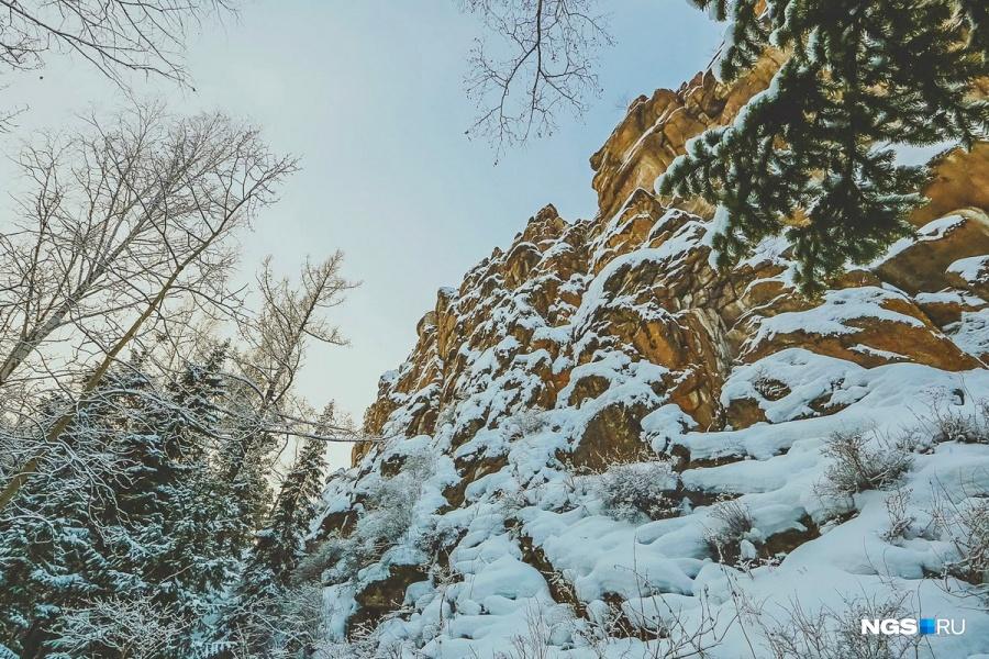 21-летний скалолаз умер, сорвавшись соскалы вКрасноярском крае